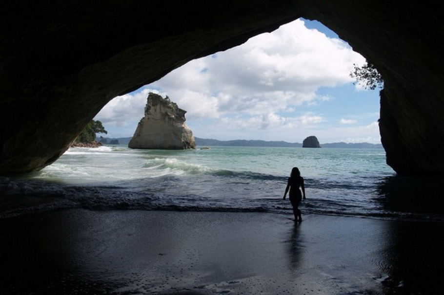 cathedral-cove-beach-new-zealand-06.jpeg
