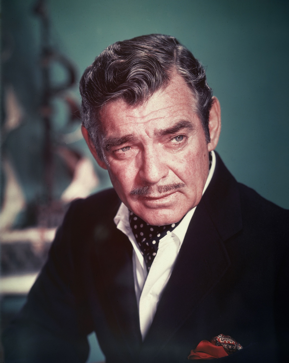 Circa 1955, American actor Clark Gable (1901 - 1960) wears a polka-dot ascot in an unidentified promotional film still, 1950s. КРЕДИТ