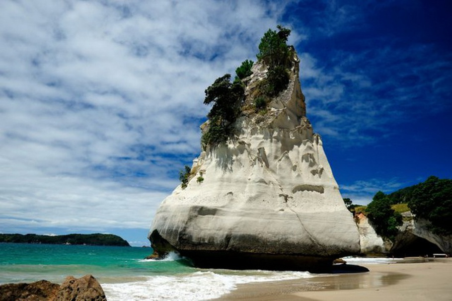 cathedral-cove-beach-new-zealand-08.jpg