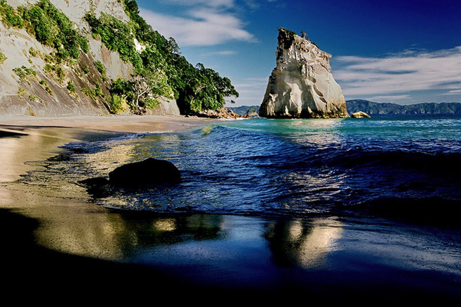 cathedral-cove-beach-new-zealand-03.jpg