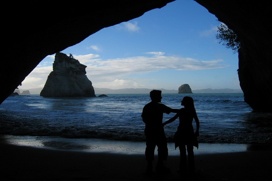 cathedral-cove-beach-new-zealand-05.jpg